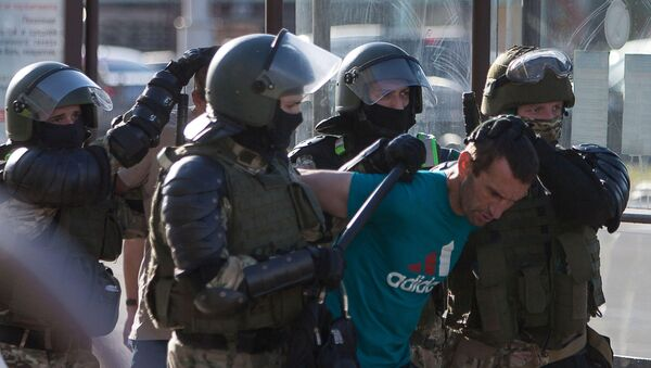 Belarusian law enforcement officers detain a man near the site where a protester died on August 10 during a rally following the presidential election in Minsk, Belarus August 11, 2020. The opposition rejected official election results handing President Alexander Lukashenko a landslide re-election victory - Sputnik International