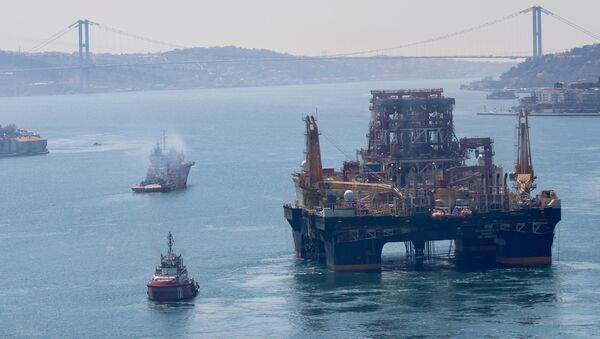 Drilling vessel Scarabeo 9, owned by Italian oil service group Saipem, sails in the Bosphorus on its way to the Mediterranean Sea, in Istanbul, Turkey, April 13, 2020 - Sputnik International