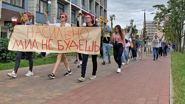 Belarusian Women Hold Peaceful Rally Against Police Violence - Sputnik International