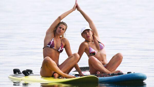 Summer in Siberia? Yoga in Bikini on Sup-Boards! - Sputnik International