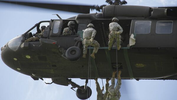 US Army Soldiers conduct rappel training from a UH-60 Black Hawk helicopter at Fort Bliss, Texas, Aug. 23, 2016. - Sputnik International