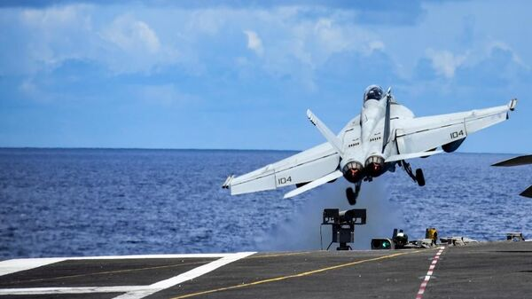 Fighter jet takes off from the USS Ronald Reagan aircraft carrier amid drills in the South China Sea. - Sputnik International