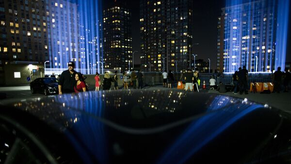 People watch the Tribute in Light at lower Manhattan, Wednesday, Sept. 11, 2019, in New York. Each year the city shines the powerful columns of light into the sky from Lower Manhattan to represent the fallen twin towers of the World Trade Center. - Sputnik International