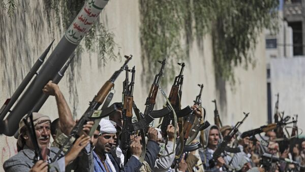 Tribesmen loyal to Houthi rebel raise their weapons during a gathering aimed at mobilizing more fighters for the Houthi movement, in Sanaa, Yemen. File photo. - Sputnik International