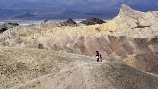 In this April 11, 2010, file photo, tourists walk along a ridge at Death Valley National Park, Calif. - Sputnik International