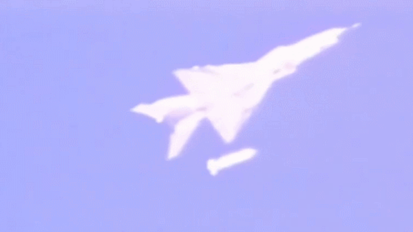 A new glide bomb is dropped from a People's Liberation Army J-8 fighter aircraft in a test shown on China Central Television - Sputnik International