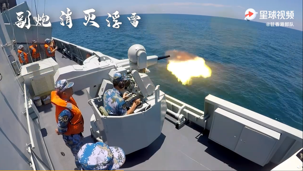 The Chinese corvette Huizhou fires one of its 30-millimeter cannons during live-fire drills in the South China Sea on August 15, 2020 - Sputnik International