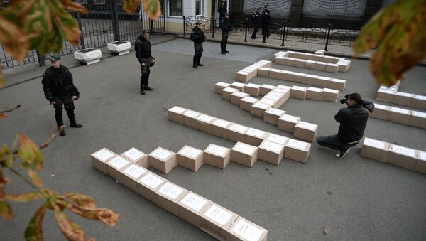 Boxes containing signatures of Ukrainian people in support of the referendum on Ukraine's accession to the NATO system of collective security, outside the President's Administration building - Sputnik International