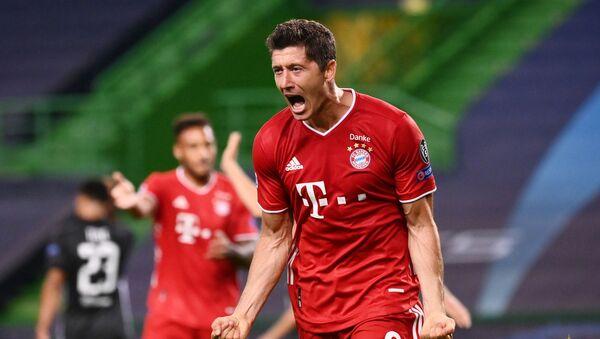 Bayern Munich's Robert Lewandowski celebrates scoring their third goal - Sputnik International