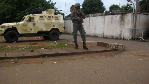 A Malian army soldier outside the private house of president Ibrahim Boubacar Keita in Bamako - Sputnik International