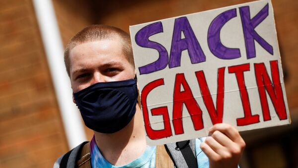 A-level student holds a placard during a protest about the exam results at the constituency offices of Education Secretary Gavin Williamson, amid the spread of the coronavirus disease (COVID-19), in South Staffordshire, Britain, August 17, 2020. REUTERS/Jason Cairnduff - Sputnik International