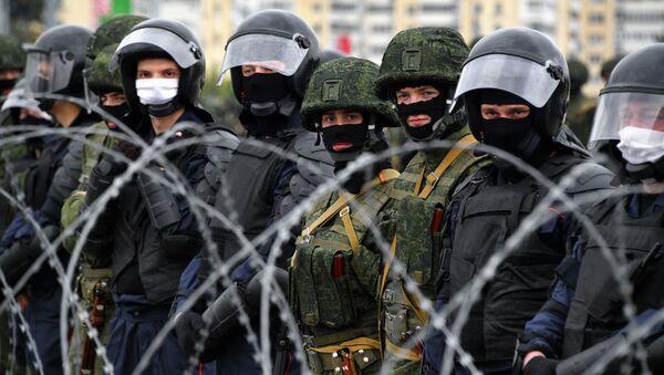Law enforcement officers in Minsk - Sputnik International
