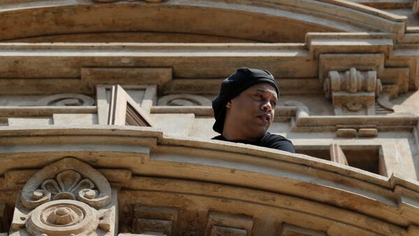 Ronaldinho is seen on a balcony of the Paraguayan hotel where he has been under house arrest for four months in Asuncion, Paraguay, August 24, 2020 - Sputnik International
