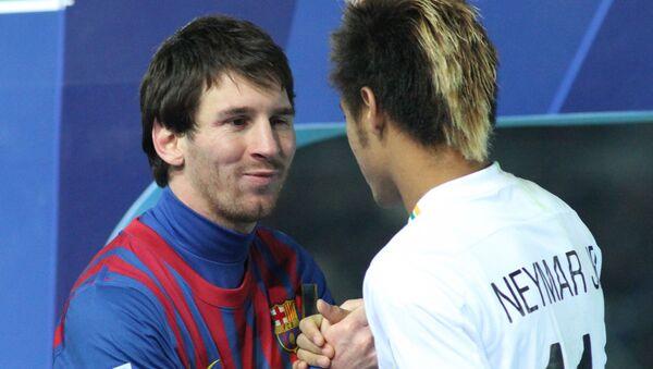 Messi and Neymar shake hands - Sputnik International