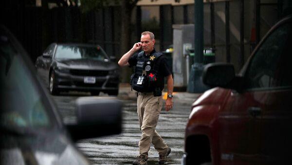 A Secret Service officer walks near the entrance to the Republican National Convention, in Charlotte, North Carolina, U.S., August 24, 2020 - Sputnik International