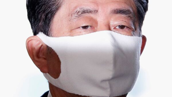 Japan's Prime Minister Shinzo Abe wearing a protective face mask arrives at his official residence, amid the coronavirus disease (COVID-19) outbreak, in Tokyo, Japan August 28, 2020 - Sputnik International