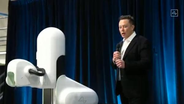 Elon Musk reveals Neuralink's Link brain implant at an August 28, 2020, press conference - Sputnik International