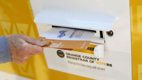A voter drops ballots for the March 3 Super Tuesday primary into a mobile voting mail box in Laguna Woods, California, U.S., February 24, 2020. Picture taken February 24, 2020. - Sputnik International