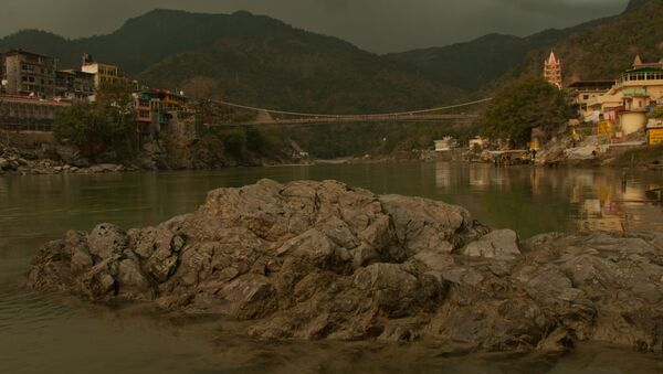 Lakshman Jhula, the famous hanging bridge over Ganges river, in India's Rishikesh town, a major tourist place and pilgrimage centre dedicated to Lord Shiva - Sputnik International