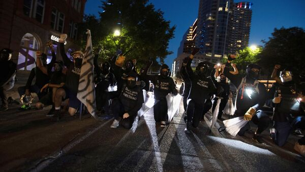 Black Lives Matter protesters block Congress Avenue at a march in Austin, Texas, U.S., August 1, 2020. Members of the Boogaloo Boys and the Texas Guerrillas also appeared at the rally saying they wanted to protect protesters and their right to free speech. Picture taken August 1, 2020 - Sputnik International