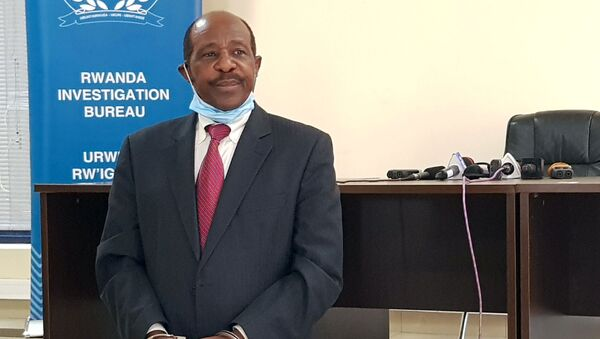 Paul Rusesabagina, the man who was hailed a hero in a Hollywood movie about the country's 1994 genocide is detained and paraded in front of media in handcuffs at the headquarters of Rwanda Investigation Bureau in Kigali, Rwanda August 31, 2020. - Sputnik International
