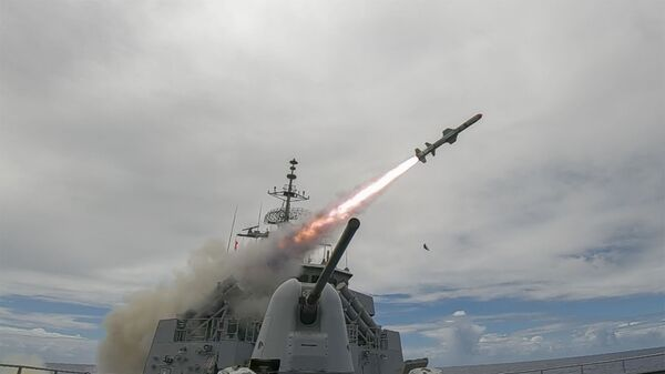 Royal Australian Navy ship HMAS Stuart (FFH 153) conducts a live Harpoon Missile Firing exercise during Rim of the Pacific (RIMPAC) 2020. - Sputnik International