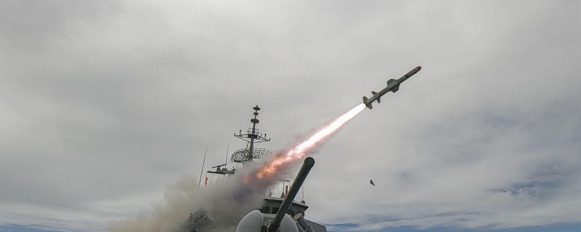 Royal Australian Navy ship HMAS Stuart (FFH 153) conducts a live Harpoon Missile Firing exercise during Rim of the Pacific (RIMPAC) 2020. - Sputnik International, 1920, 17.09.2021