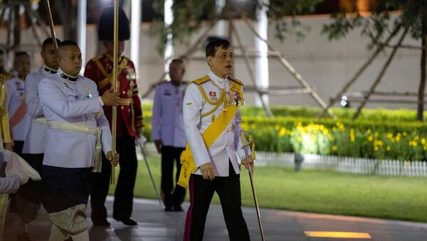 Thailand's King Maha Vajiralongkorn arrives to pay his respects at the King Rama I monument to honour the start of the Chakri dynasty's reign in Bangkok, Thailand April 6, 2020 - Sputnik International