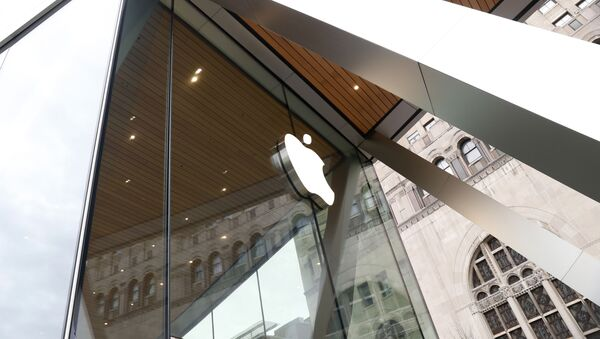 This photo shows an Apple logo on the facade of the downtown Brooklyn Apple store in New York on Saturday, March 14, 2020 - Sputnik International
