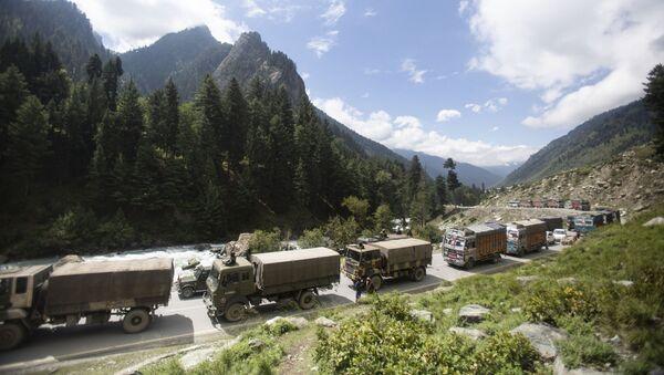 An Indian army convoy moves on the Srinagar- Ladakh highway at Gagangeer, northeast of Srinagar, Indian-controlled Kashmir, Tuesday, Sept. 1, 2020 - Sputnik International