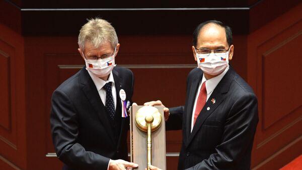 Czech Senate speaker Milos Vystrcil (L) receives a gavel from Taiwan's parliament speaker Yu Shyi-ku during a ceremony at the parliament in Taipei on September 1, 2020. - Sputnik International