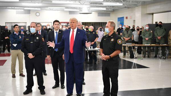 US President Donald Trump speaks with officials on September 1, 2020, at Mary D. Bradford High School in Kenosha, Wisconsin. - Sputnik International