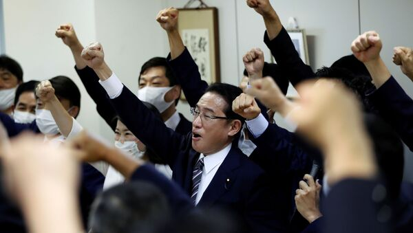 Fumio Kishida, policy chief of Japan's ruling Liberal Democratic Party (LDP) and former Foreign Minister of Japan, raises his fist with his fellow lawmakers as he announced to participate in the LDP leadership election to choose the successor of Prime Minister Shinzo Abe, in Tokyo, Japan September 1, 2020. - Sputnik International