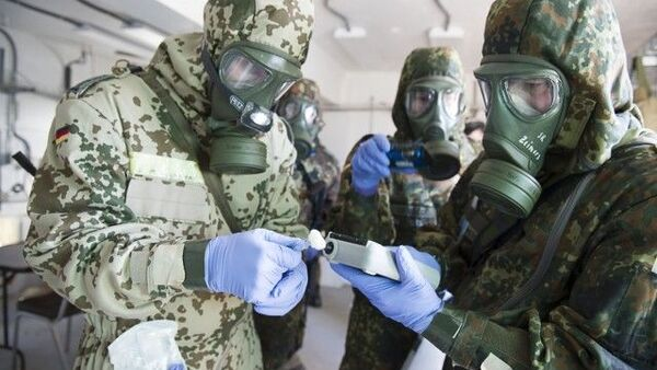 German Bundeswehr soldiers from the CBRN (Chemical Biological Radiological Nuclear) Defence Battalion 750 use a chemical agent detector to identify a simulated chemical weapon agent. File photo. - Sputnik International