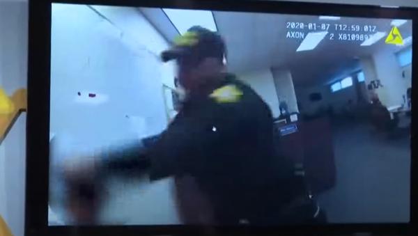 South Carolina deputy fired, accused of assaulting woman in custody - Sputnik International