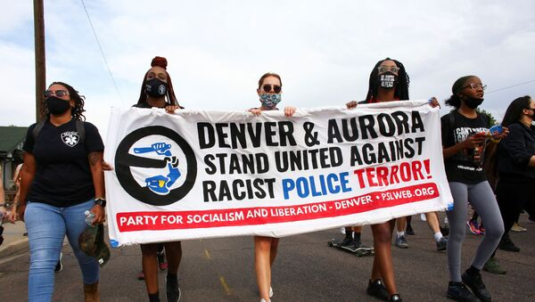 People march from Aurora to Denver to protest police violence in Colorado, U.S., August 30, 2020.  REUTERS/Kevin Mohatt - Sputnik International