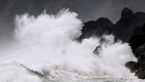 High waves triggered by Typhoon Haishen crash against the coast of Amami Oshima island, Kagoshima prefecture, Japan September 5, 2020.  - Sputnik International