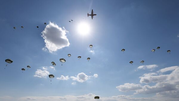US Army paratroopers jump with parachutes from a Hercules C-130 military transport plane during Noble Partner 2020 multinational exercise, which involves servicemen from Georgia, the United States, the United Kingdom, Poland and France, at Vaziani military base outside Tbilisi, Georgia September 1, 2020. - Sputnik International