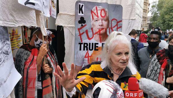 Fashion designer Vivienne Westwood at a rally outside the Old Bailey in London, UK.  - Sputnik International