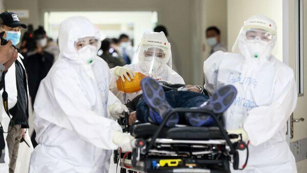 Staff members wear hazmat suits in Mongolia  - Sputnik International