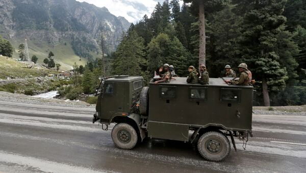 Indian army soldiers are seen atop a vehicle on a highway leading to Ladakh, at Gagangeer in Kashmir's Ganderbal district September 2, 2020. - Sputnik International