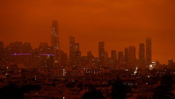 Downtown San Francisco is seen from Dolores Park under an orange sky darkened by smoke from California wildfires in San Francisco, California, U.S. September 9, 2020. - Sputnik International