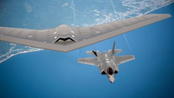 An artist's rendering of Lockheed Martin's RQ-170 drone and F-35 aircraft flying together - Sputnik International