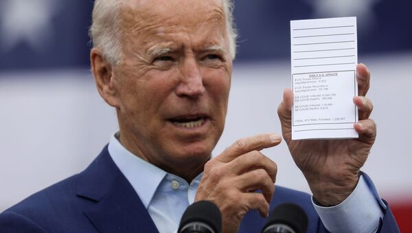 Democratic U.S. presidential nominee and former Vice President Joe Biden holds a copy of his schedule and notes as he delivers remarks during a campaign event in Warren, Michigan, U.S., September 9, 2020. - Sputnik International