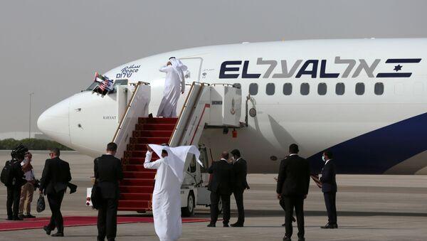 The Israeli flag carrier El Al's airliner carrying Israeli and U.S. delegates is seen after landing at Abu Dhabi International Airport, in Abu Dhabi, United Arab Emirates August 31, 2020. - Sputnik International