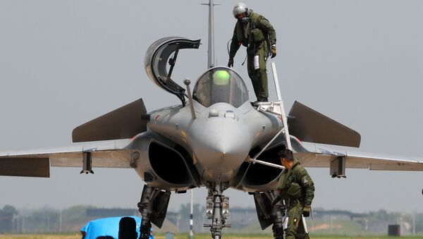 An Indian Air Force pilot gets out of a Rafale fighter jet during its induction ceremony at an air force station in Ambala, India, September 10, 2020 - Sputnik International