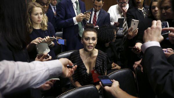 Actress Alyssa Milano talks to the media after she arrived for the Senate Judiciary hearing on Capitol Hill in Washington, Thursday, Sept. 27, 2018 - Sputnik International