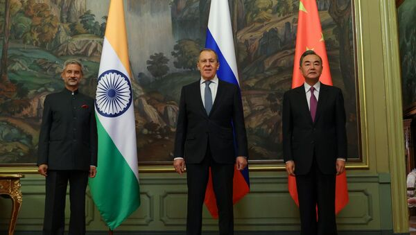 In this handout photo released by Russian Foreign Ministry, from left to right, Indian Foreign Minister Subrahmanyam Jaishankar, Russian Foreign Minister Sergei Lavrov and Foreign Minister of China Wang Yi pose for a family photo during their meeting in Moscow, Russia, 10 September 2020.  - Sputnik International