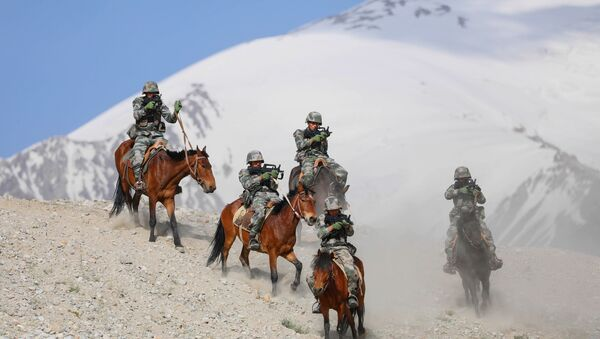 Chinese People's Liberation Army (PLA) soldiers take part in a training session at Pamir Mountains in Kashgar, in China's western Xinjiang region on August 28, 2020. - Sputnik International