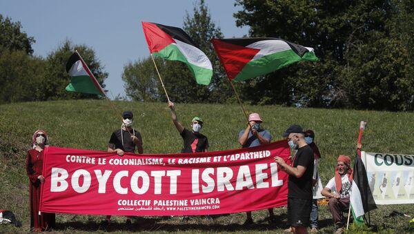 Cycling - Tour de France - Stage 8 - Cazeres-sur-Garonne to Loudenvielle - France - September 5, 2020. Pro-Palestine protesters demonstrate along the course. - Sputnik International